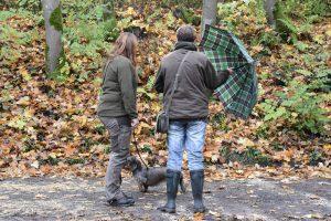 Greta zeigt dem Schirm die kalte Schulter