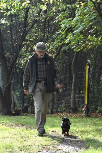 Harald führt Isa frei bei Fuß