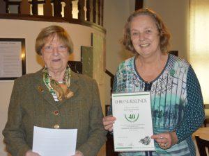 Gudrun Herloch - Ehrenurkunde und Nadel für 40 Jahre Mitgliedschaft